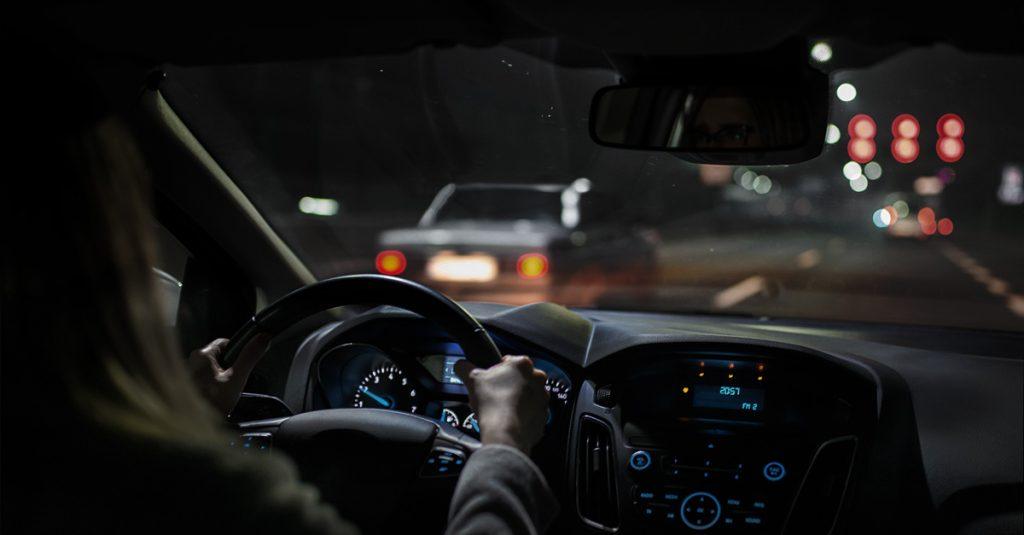 Veja as dicas para dirigir à noite